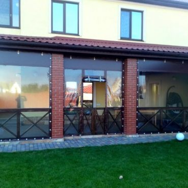 Вхідні двері посередині секції - М'які вікна Одеса
